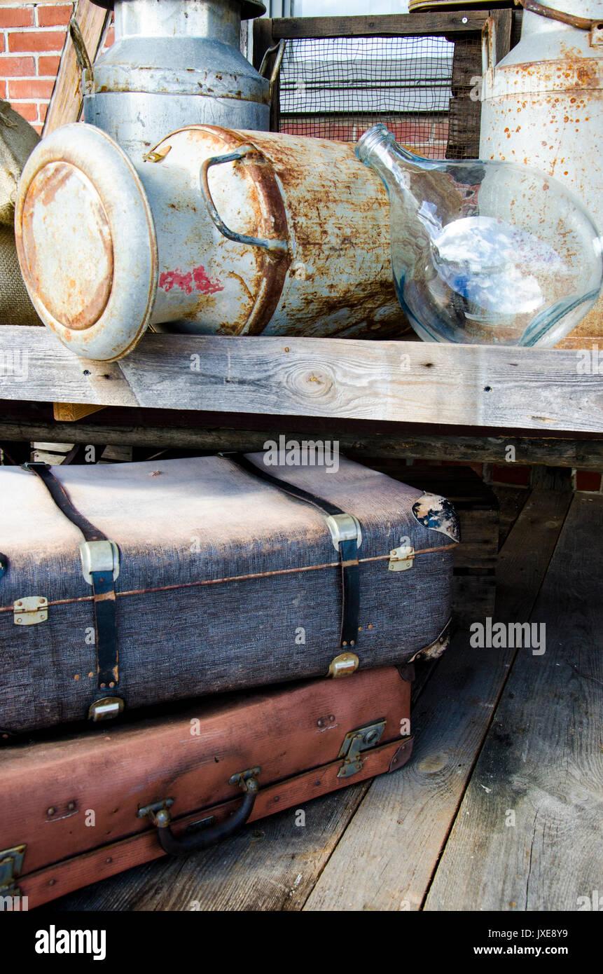 Vintage Anordnung Der Alten Objekte Koffer Metallbuchse Und