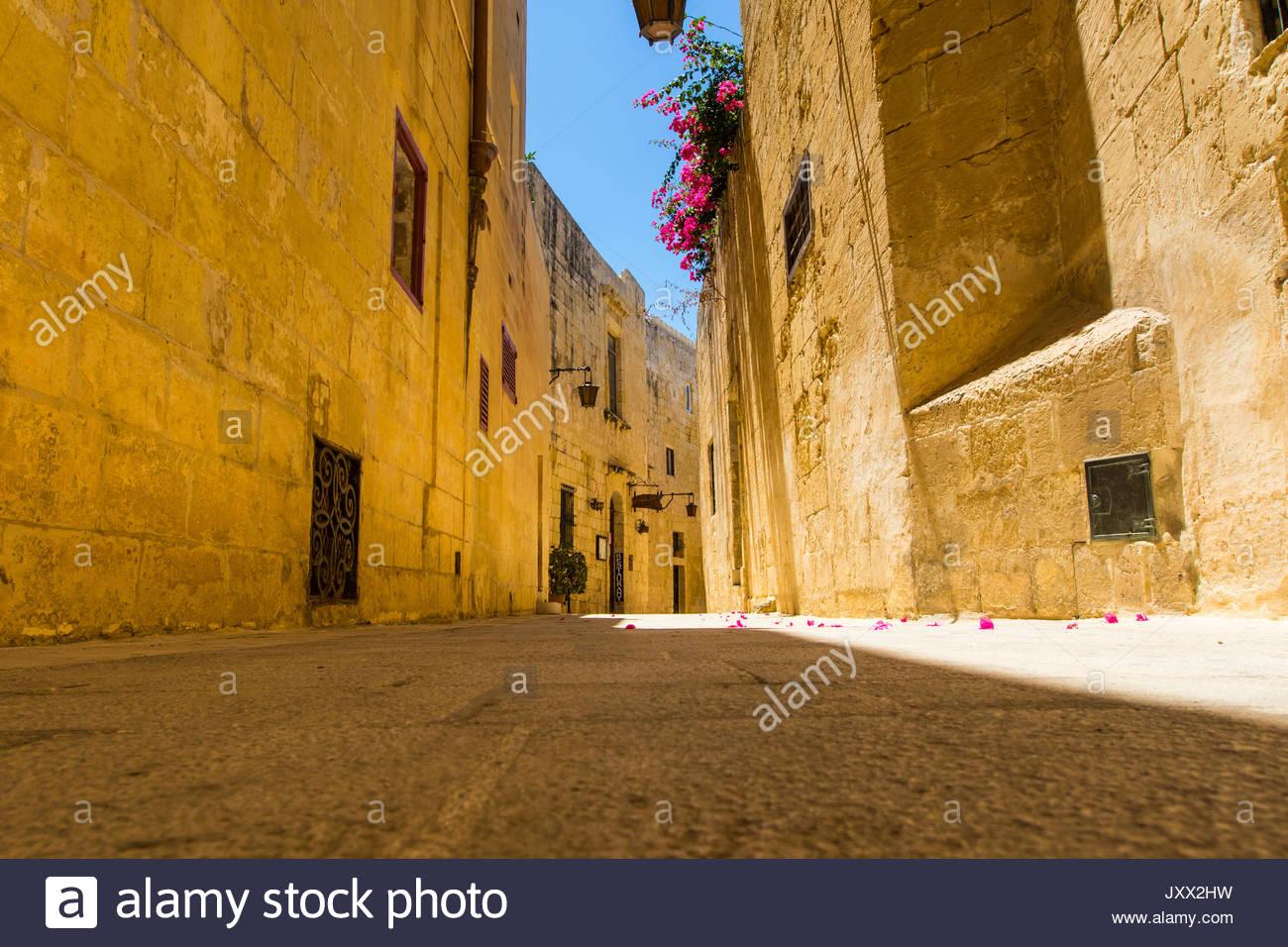 Enge Gasse in Mdina, Malta Stockbild