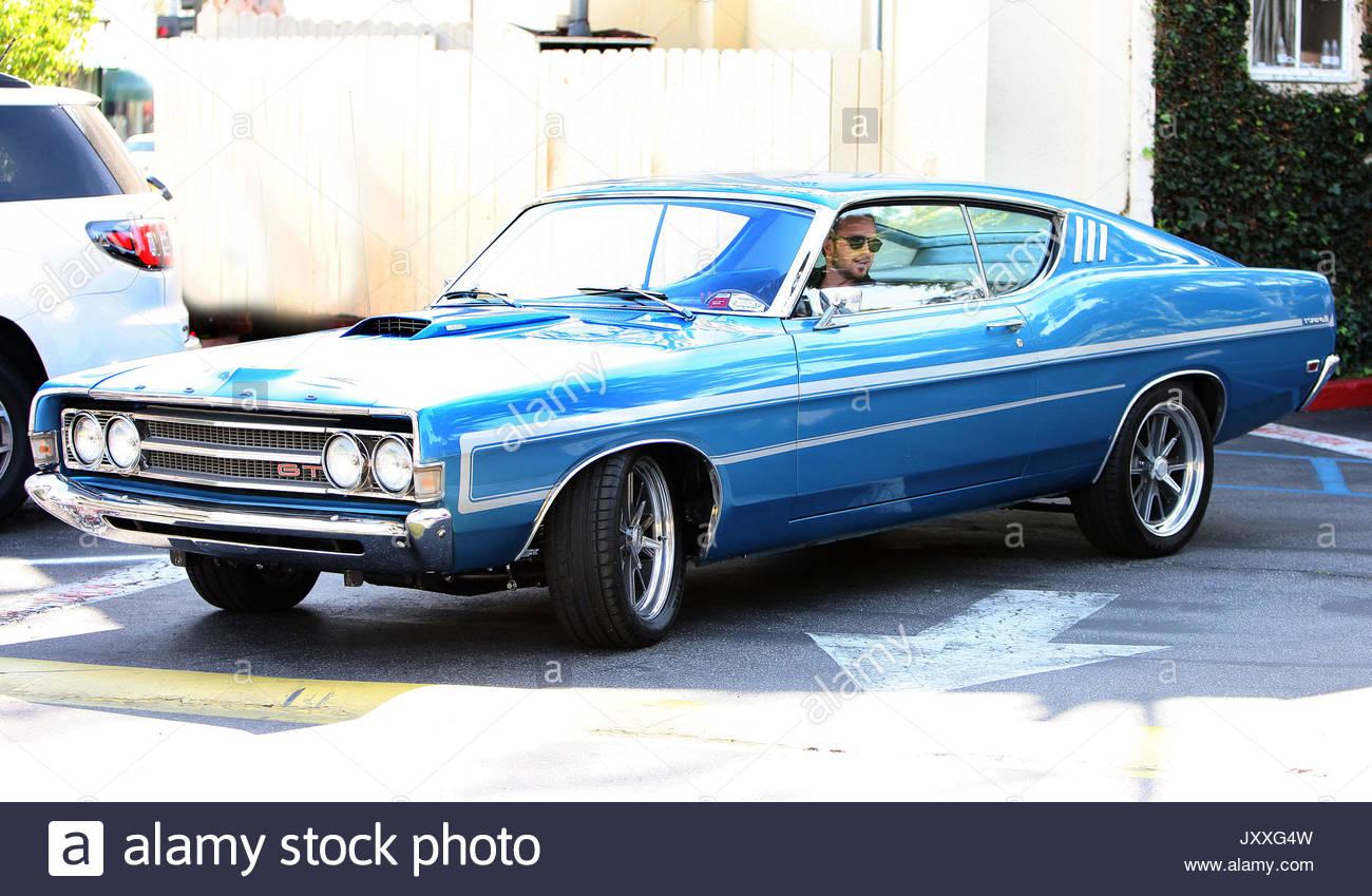 Aaron Paul Schauspieler Zeigt Seine Need For Speed 1970 Ford Grand Torino Wie Er Aus Seiner Klassischen Muscle Car Shows Ein Gran Nach Einem Spten Mittagessen