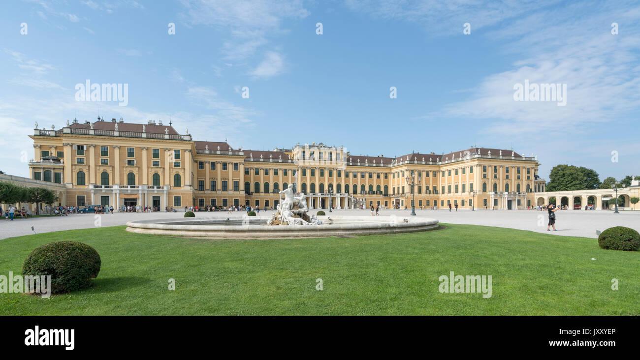 Eine externe Sicht auf das Schloss Schönbrunn in Wien Stockbild