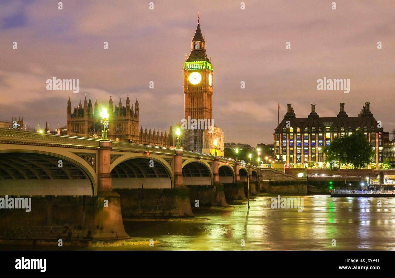 Der Big Ben und Westminster Bridge in London. Stockbild