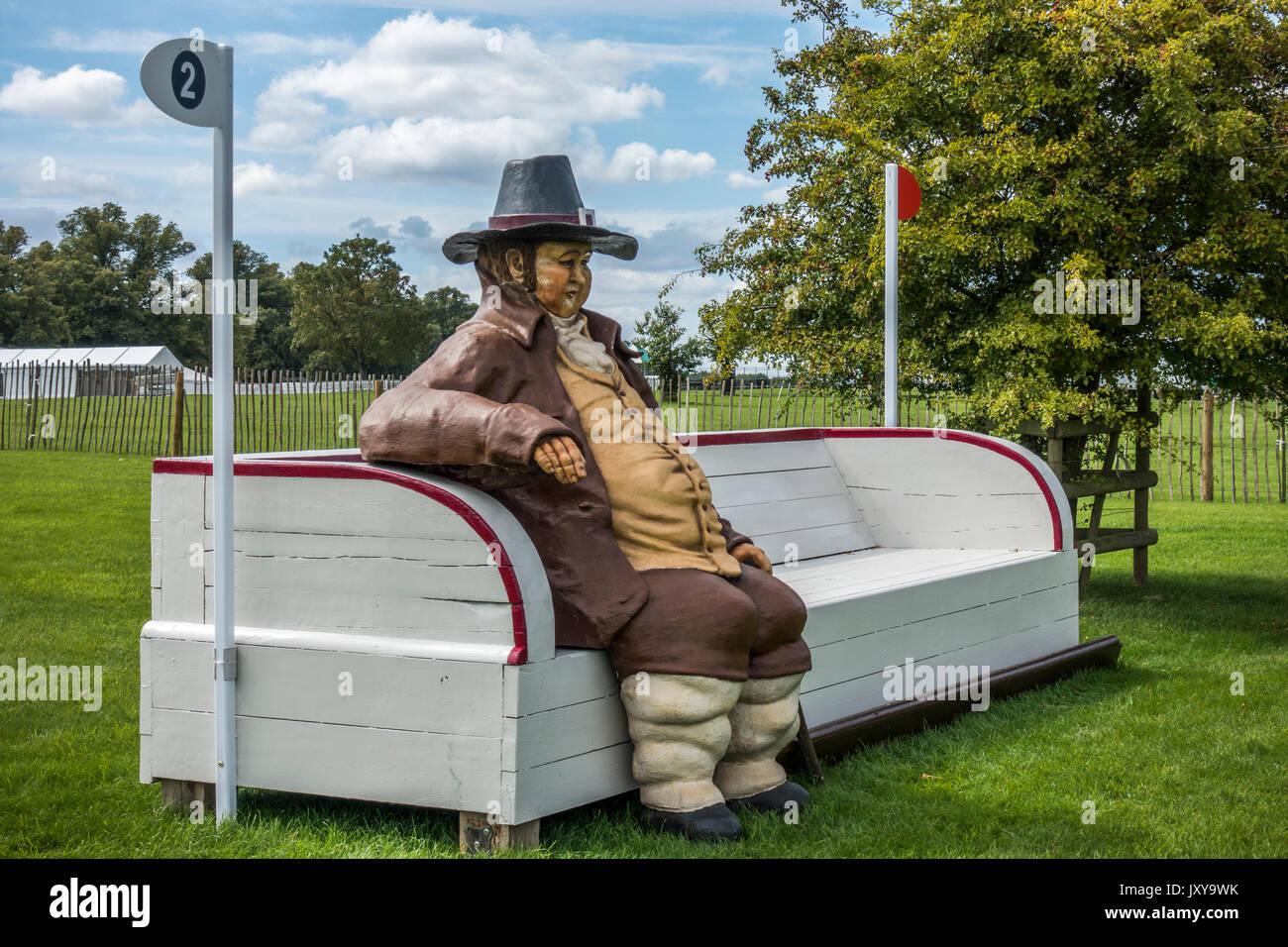 Fat man Pferd springen an Ort und Stelle bereit für die jährliche horse trials Veranstaltung, auf der Burghley House Estate in der Nähe von Stamford, England, UK. Stockbild
