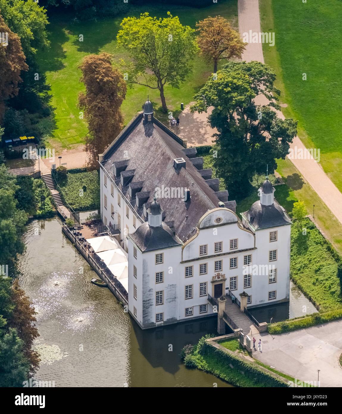 Schloss Borbeck, barocke Wasserschloss, Haupthaus und eine längliche, landwirtschaftliche Gebäude, geschweiften Giebel, Schlosspark ist konzipiert als englischer Landschaft Garde Stockbild