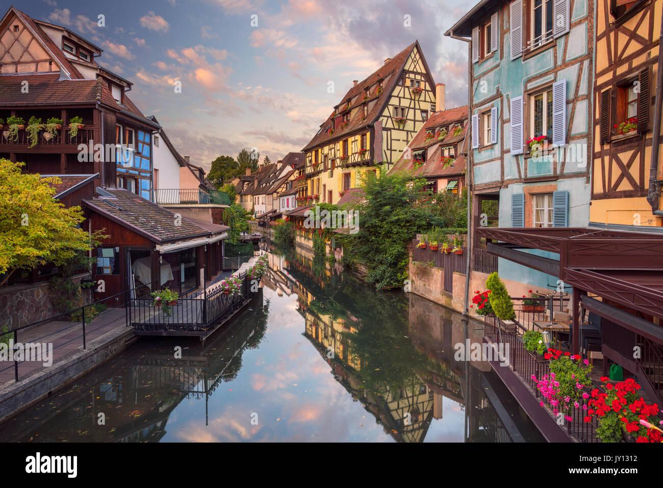 Stadt von Colmar. Stadtbild das Bild der Innenstadt von Colmar, Frankreich bei Sonnenaufgang. Stockbild