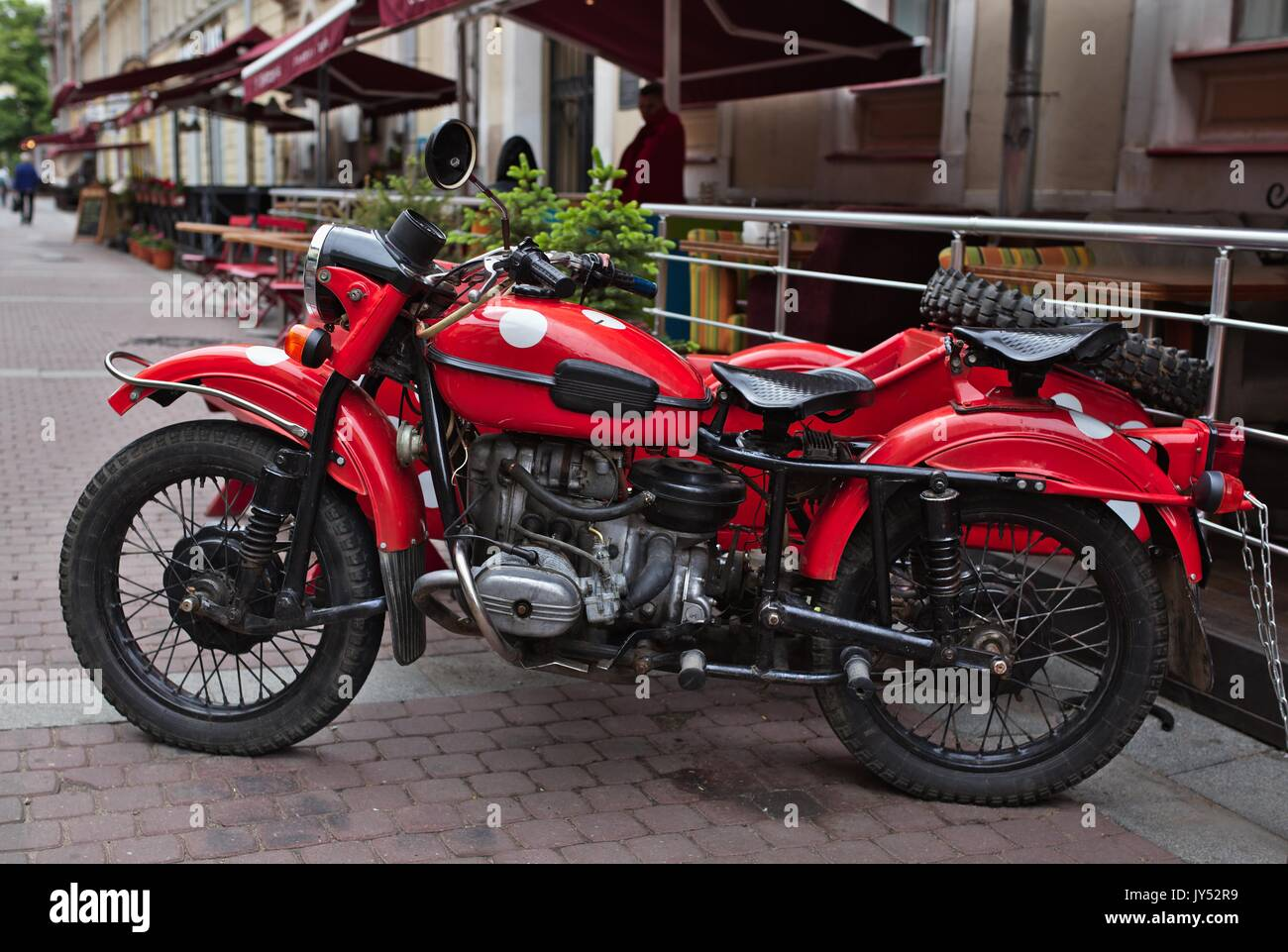 red vintage imz ural motorrad mit seitenwagen stockfoto bild 154390637 alamy. Black Bedroom Furniture Sets. Home Design Ideas