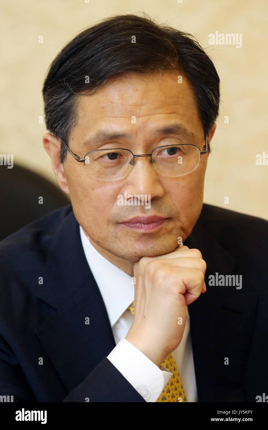 Moskau, Russland. 18 Aug, 2017. Südkoreas Botschafter in Russland Park Ro-byug sieht bei einem Treffen mit russischen Stockfoto