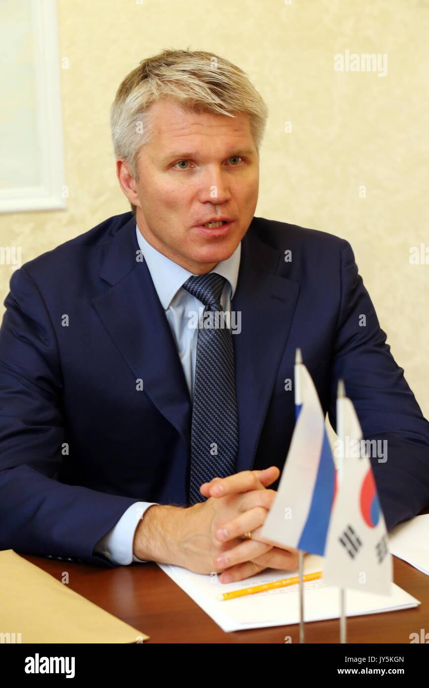 Moskau, Russland. 18 Aug, 2017. Russlands Sport Minister Pavel Kolobkov bei einem Treffen mit Südkorea Botschafter Stockfoto