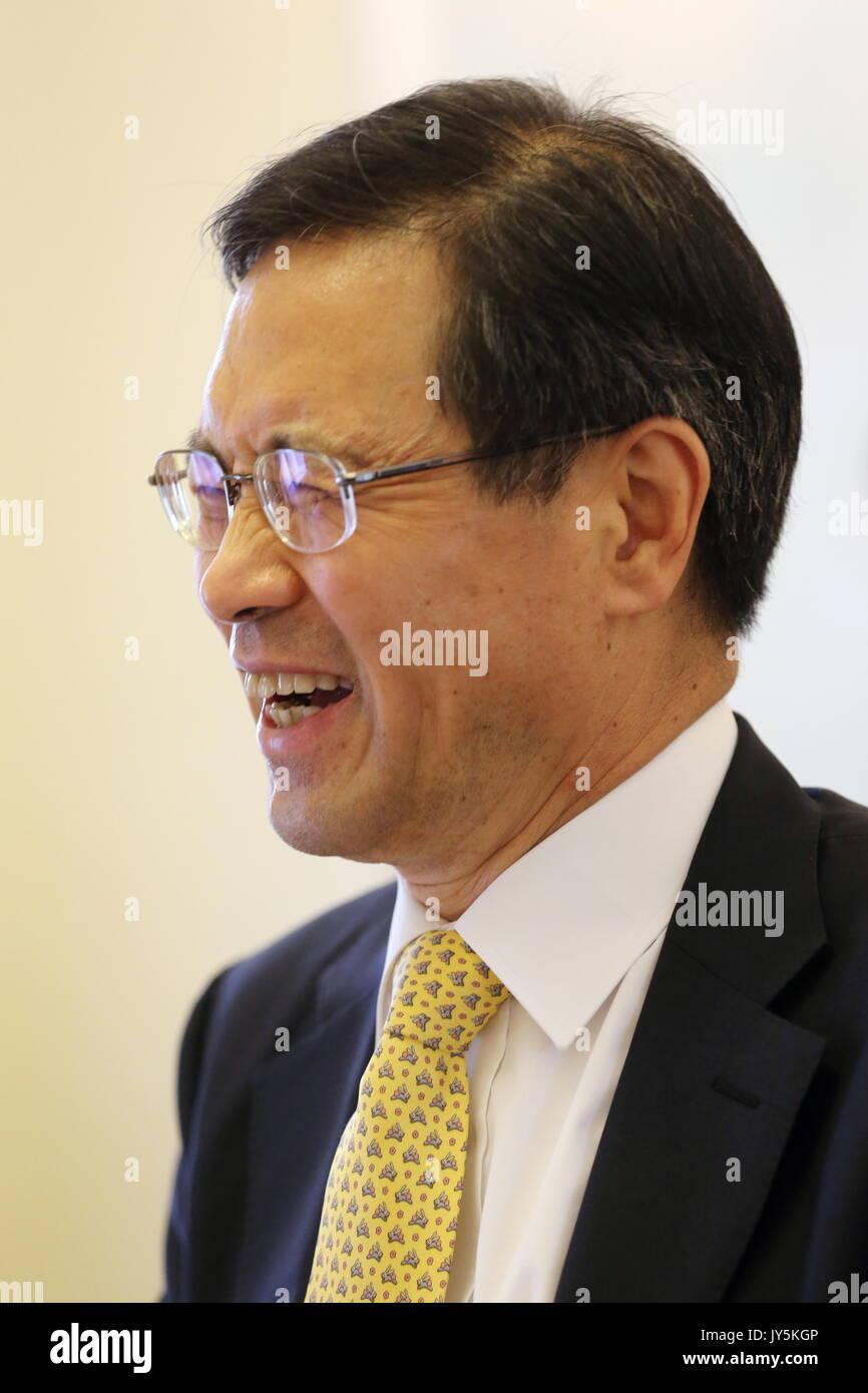 Moskau, Russland. 18 Aug, 2017. Südkoreas Botschafter in Russland Park Ro-byug bei einem Treffen mit russischen Stockfoto