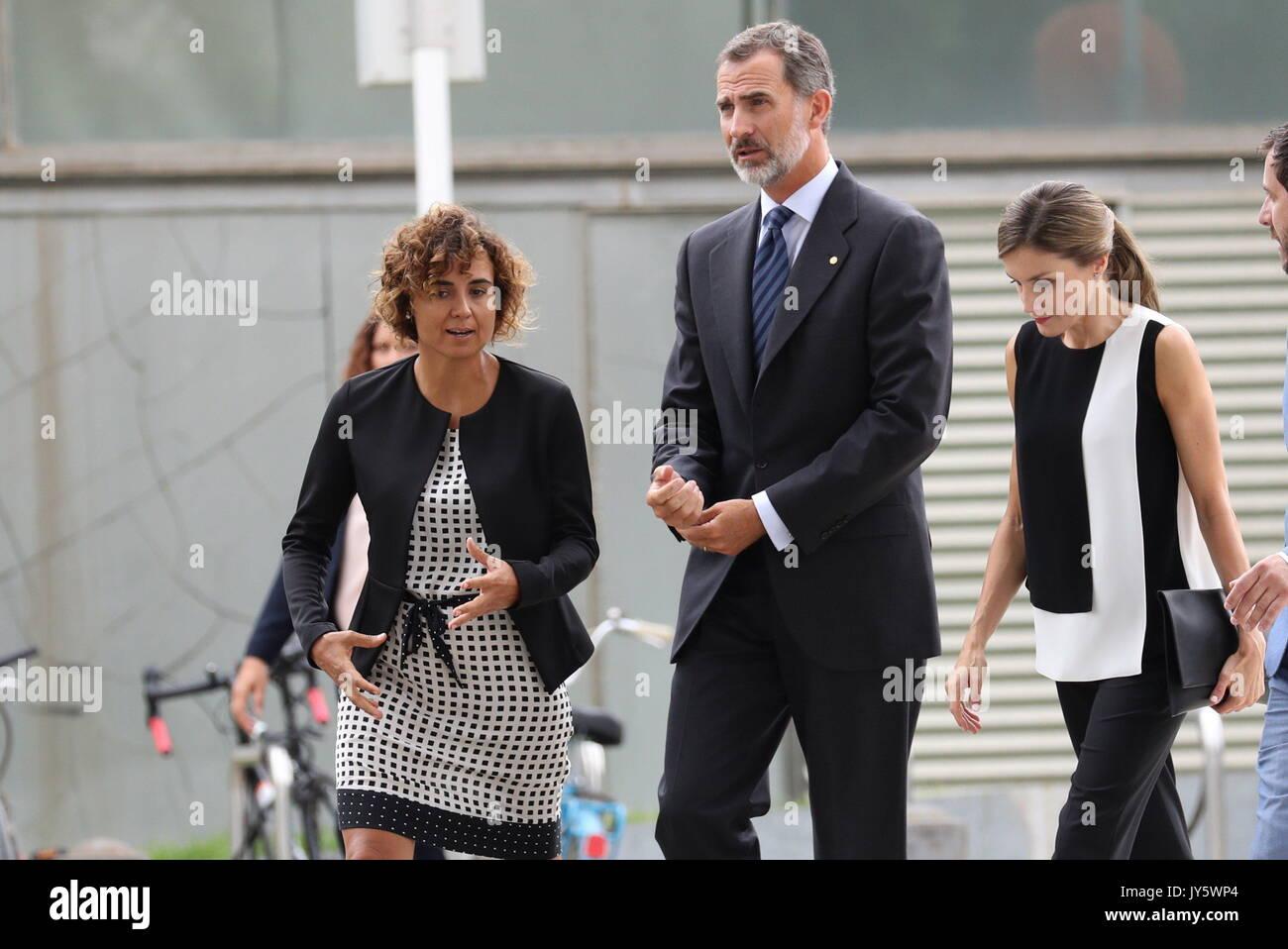 Barcelona, Spanien. 19 Aug, 2017. Spaniens König Felipe VI (2-L) und seine Frau Königin Letizia (2-R) zusammen mit Stockfoto