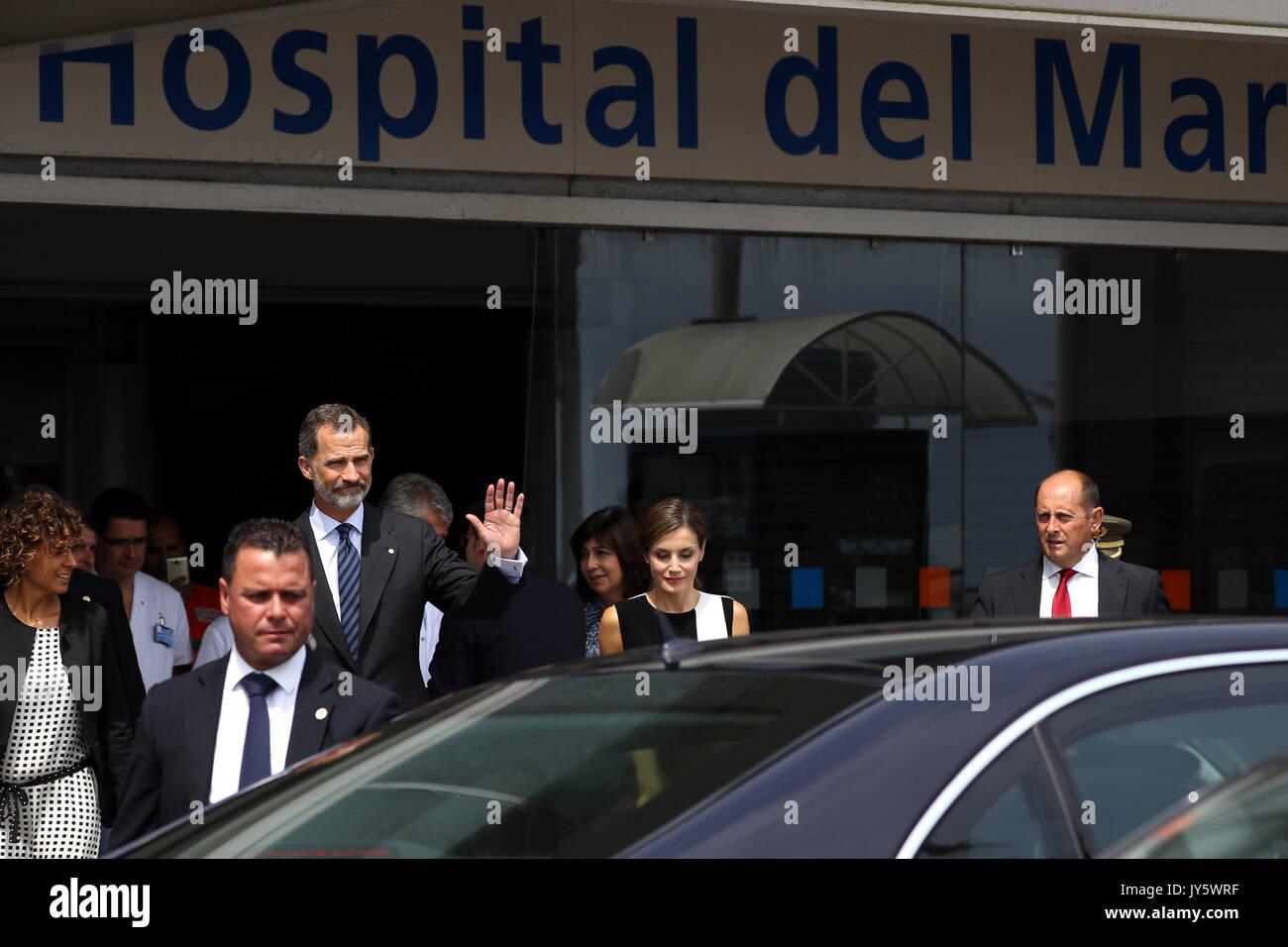 Barcelona, Spanien. 19 Aug, 2017. Spaniens König Felipe VI (3-L) und seine Frau Königin Letizia (C) Lassen Sie nach Stockfoto