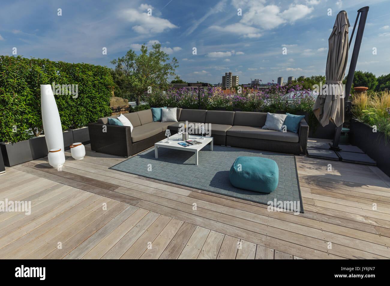 Arbeitsplatte Für Außenküche : Außenküche mit arbeitsplatte aus stein stockfotos außenküche mit