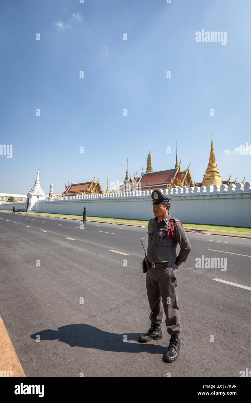 Äußere weiße Wände von Wat Phra Kaew und den Großen Palast, Bangkok, Thailand Stockbild