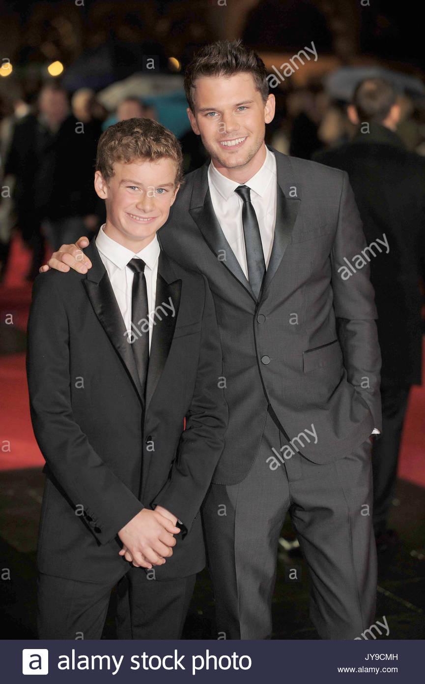 Toby und Jeremy Irvine Irvine. Closing Night Gala der \
