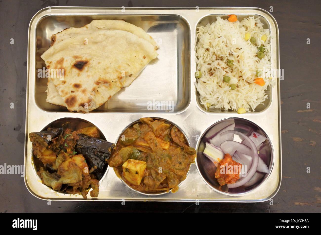 Indische Küche vegetarisches Gericht der Aubergine, Reis, Tofu Curry ...