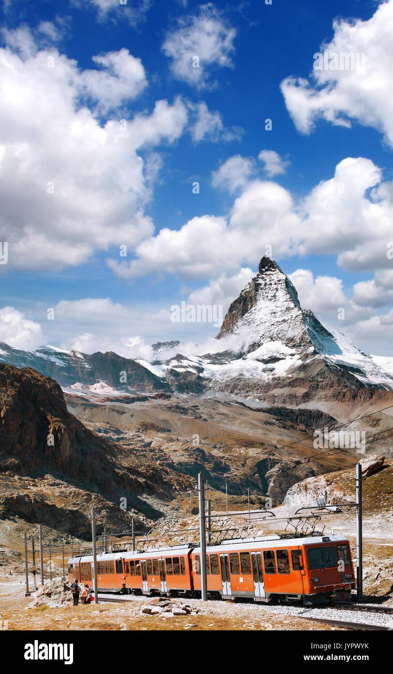 Berühmte Matterhorn Gipfel mit der Gornergrat Bahn in den Schweizer Alpen, Schweiz Stockbild