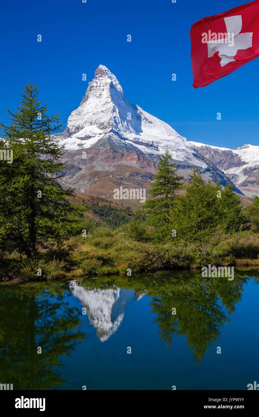 Matterhorn in Grindjisee (See) in den Schweizer Alpen, Schweiz widerspiegelt Stockbild