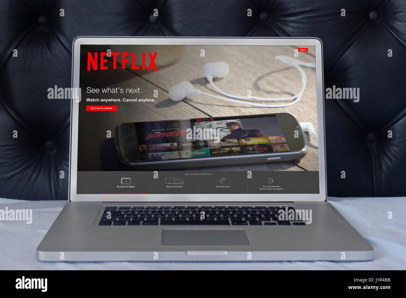 LONDON, VEREINIGTES KÖNIGREICH - Juni 02, 2015: Netflix Webseite auf dem Laptop Bildschirm im Haus Schlafzimmer. Netflix ist ein globaler Anbieter von Streaming von Filmen und T Stockbild
