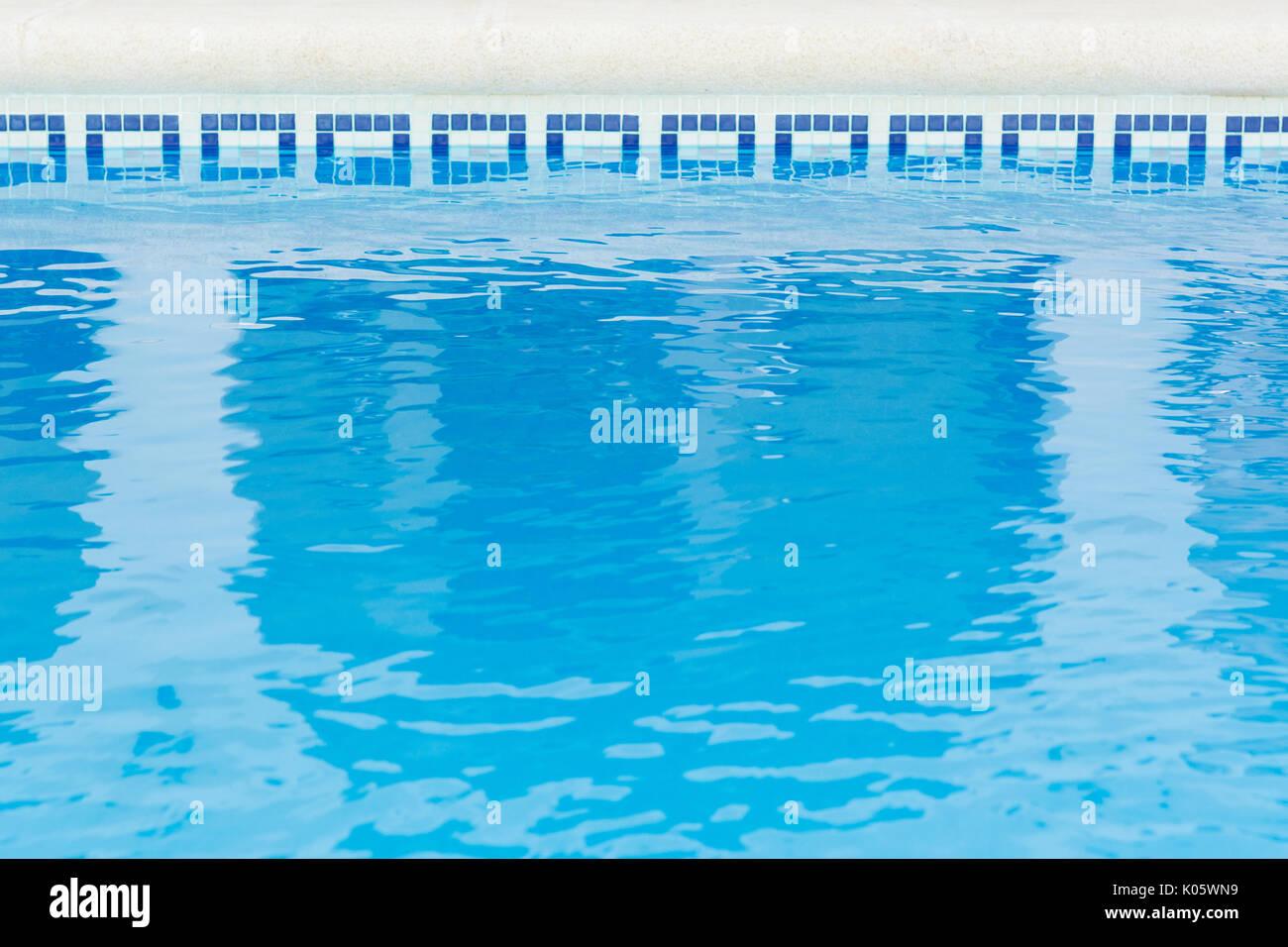 Schwimmbad in Spanisch urlaub villa Hintergrund Stockbild