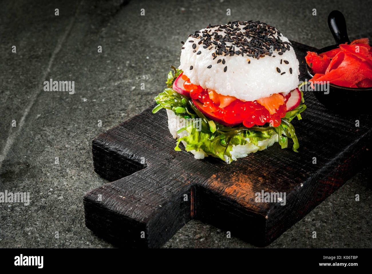trend hybrid essen japanische asiatische k che sushi burger sandwich mit lachs hayashi. Black Bedroom Furniture Sets. Home Design Ideas