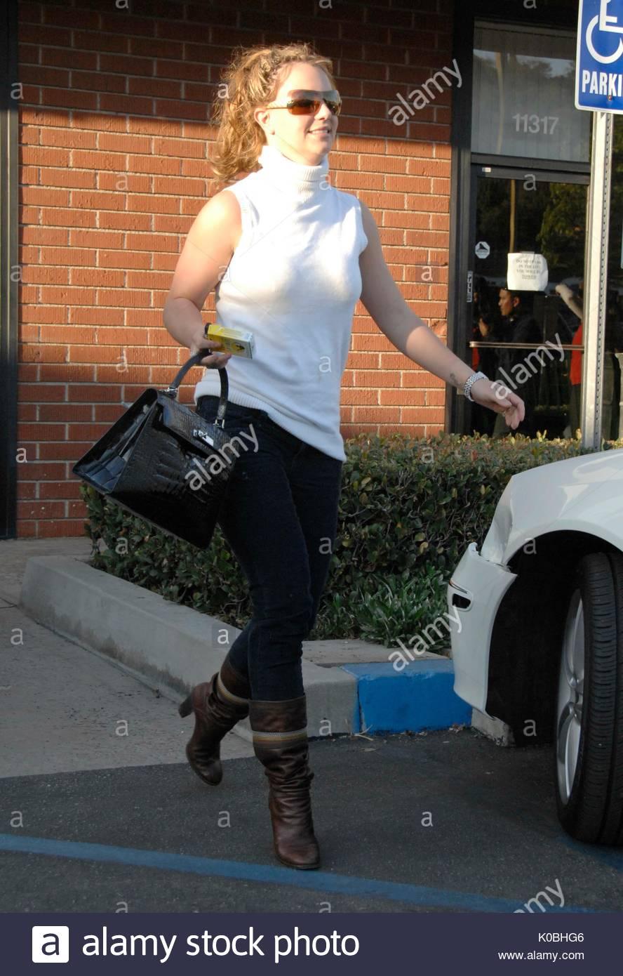 Britney Spears, zusammen mit einer Horde von Fotografen, kam auf