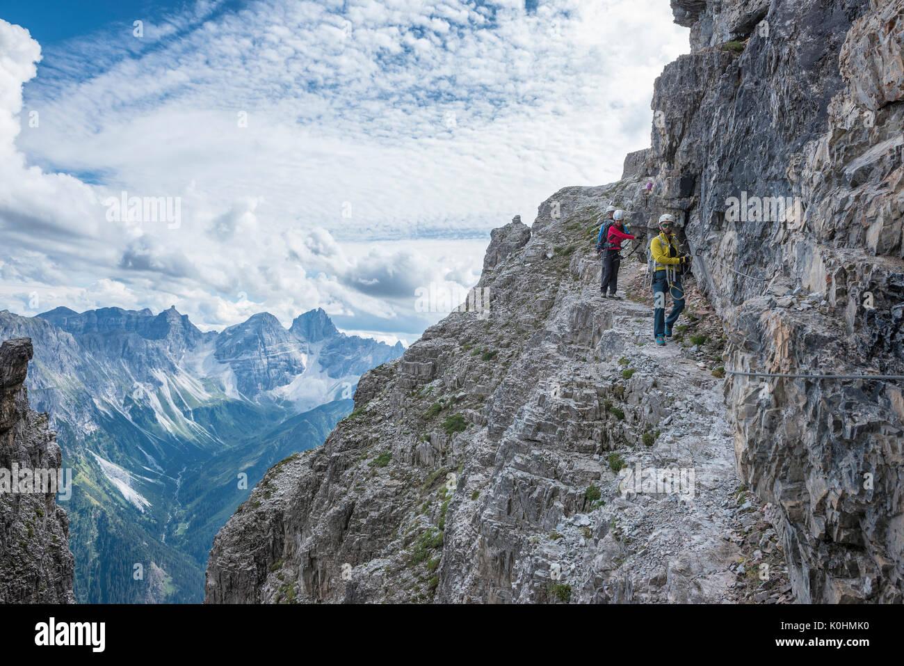 Klettersteig Tirol : Stubaier alpen tirol Österreich bergsteiger auf den
