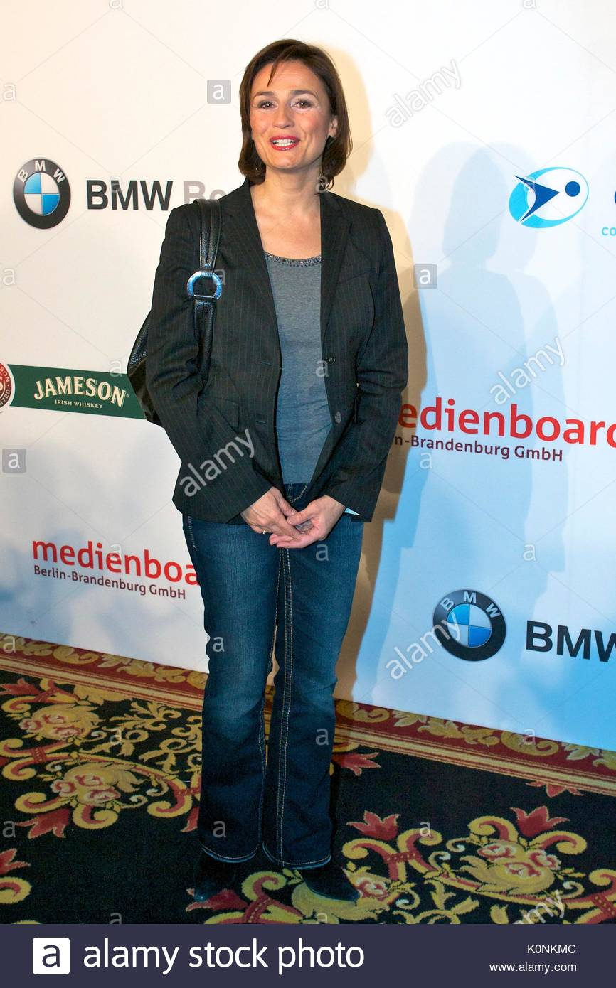 sandra maischberger prominente nehmen an den roten teppich f r medienboard party in berlin. Black Bedroom Furniture Sets. Home Design Ideas