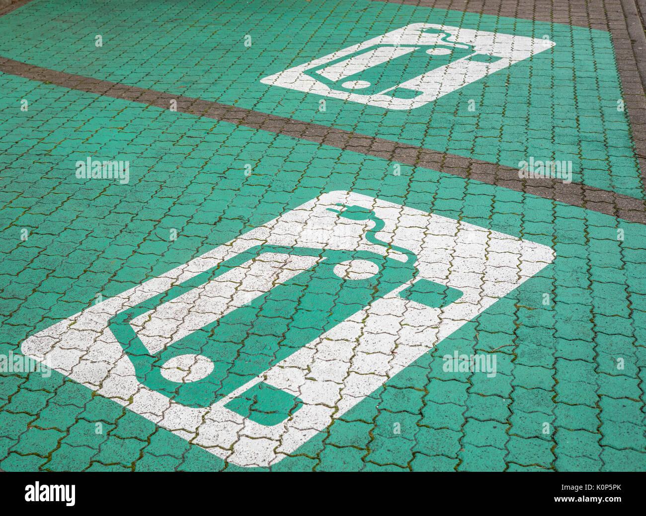 Texte zu den Piktogrammen, die e-car Ladestation Stockbild