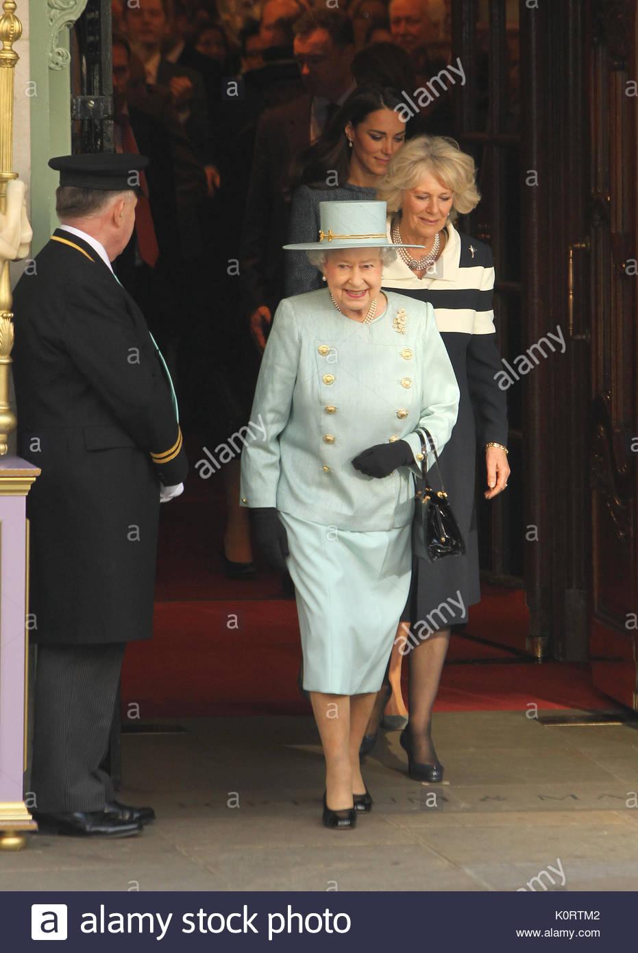 Konigin Elizabeth Ii Camila Die Herzogin Von Cornwall Und