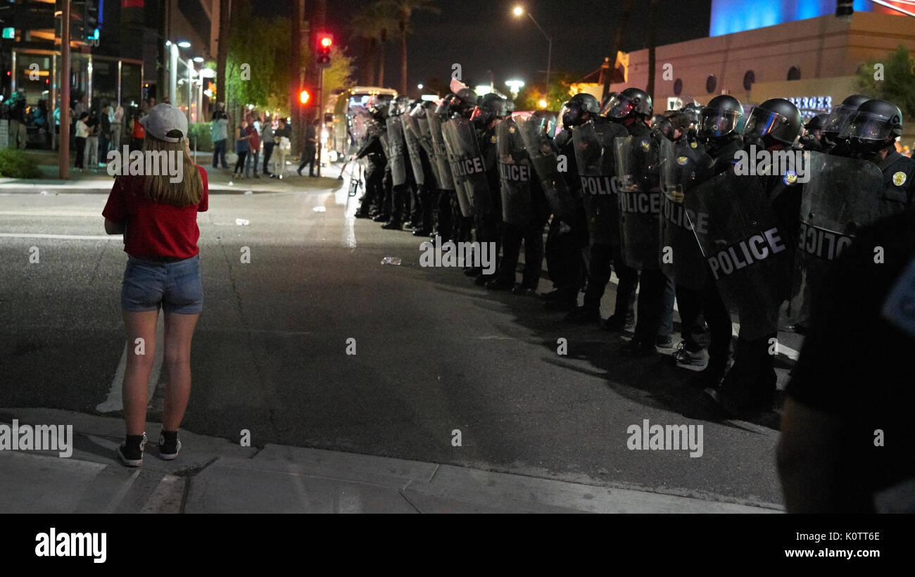 Trump Rallye in Phoenix Arizona Demonstranten und Unterstützer Stockfoto