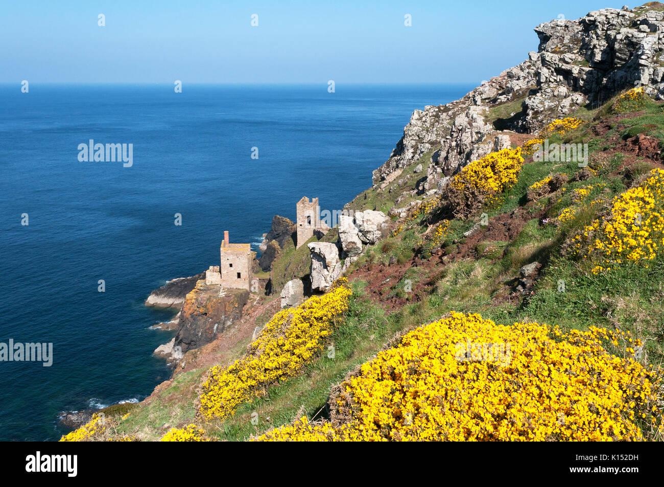Kronen Motor Häuser auf die Steilküste am alten Schloss botallack Zinnmine in Cornwall, England, Großbritannien, Großbritannien, jetzt als Drehort verwendet Stockbild