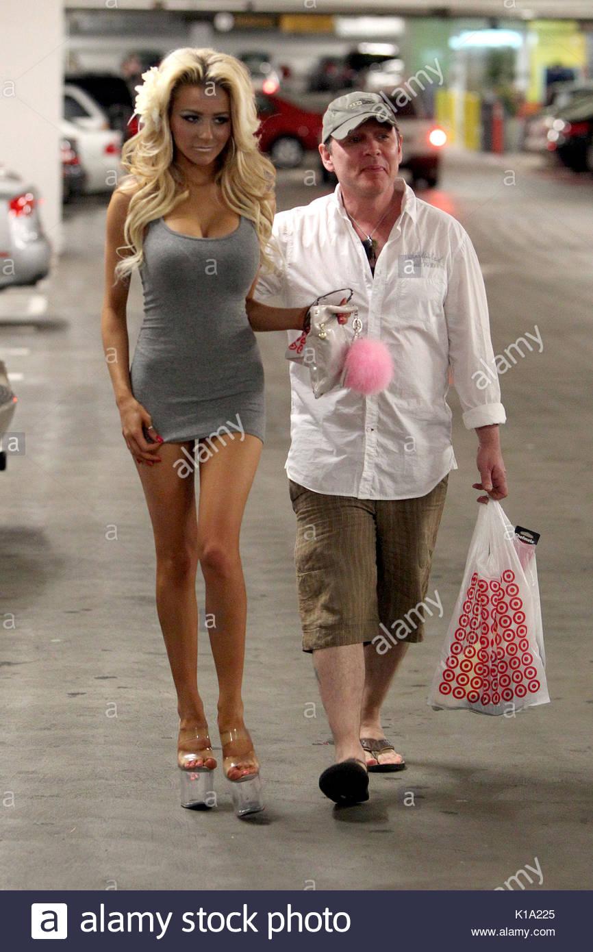 Courtney Stodden und Doug Hutchison. Courtney Stodden und Ehemann ...