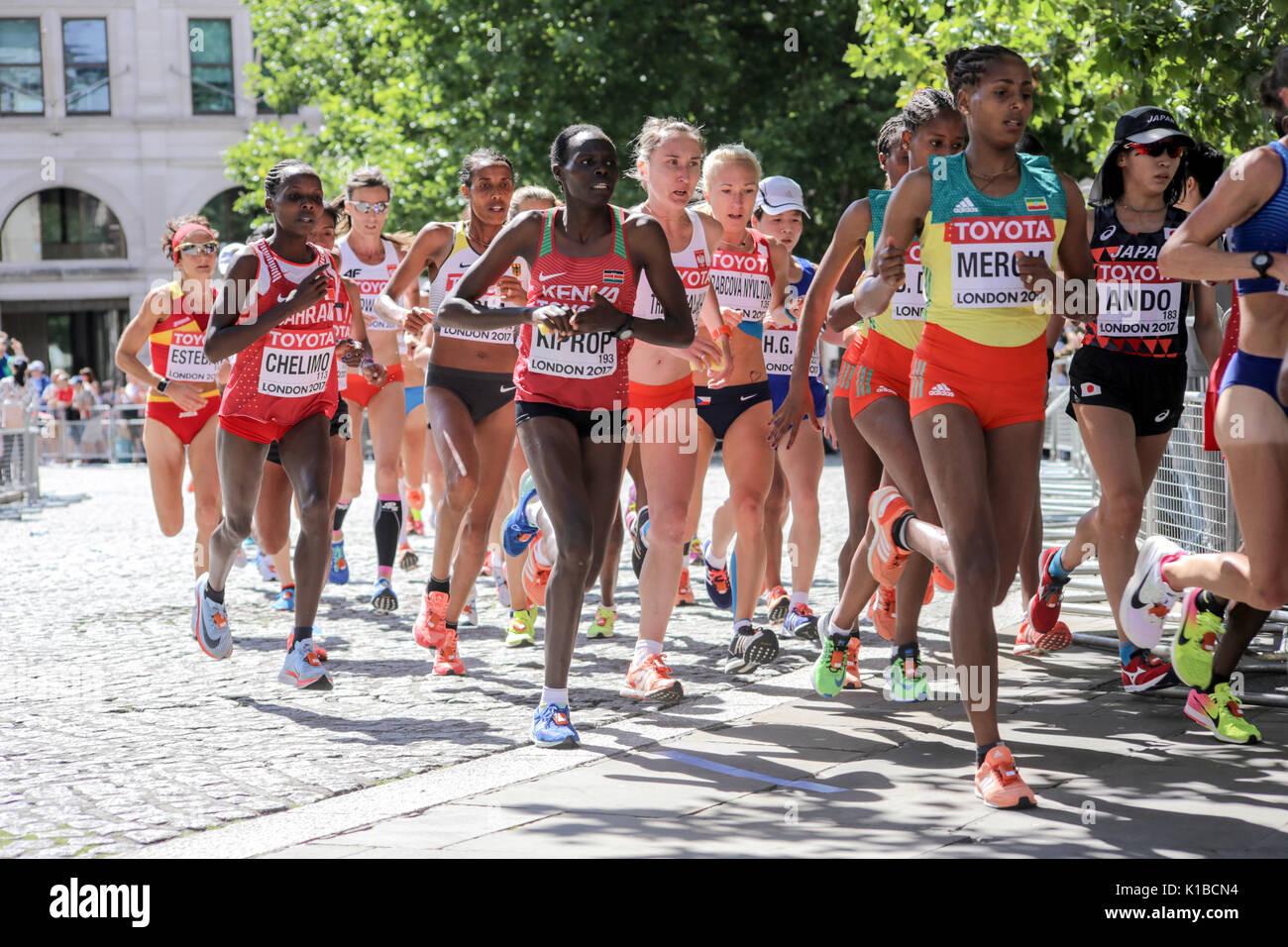 2017/8/6 London: Äthiopische Athleten ASELEFECH MERGIA führt eine Gruppe von Athleten in der IAAF WM-Marathon Stockbild
