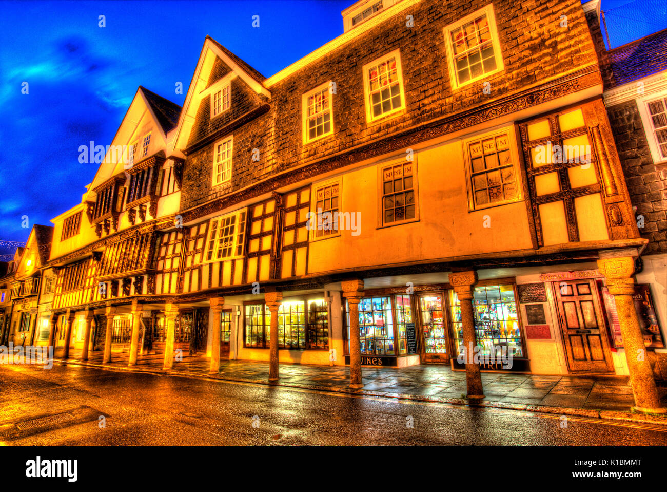 Stadt Dartmouth, England. Der Klasse I aufgeführten 17. Jahrhundert Butterwalk in Dartmouth Duke Street. Stockbild