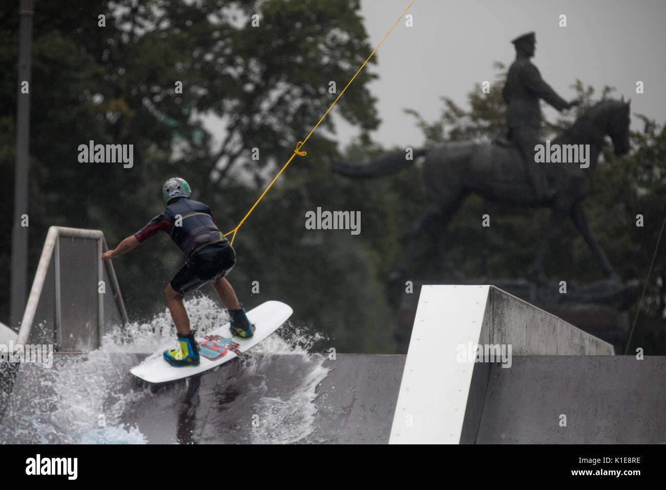 Moskau russland 25 august 2017 ein wakeboard rider for Wildparks in der nahe