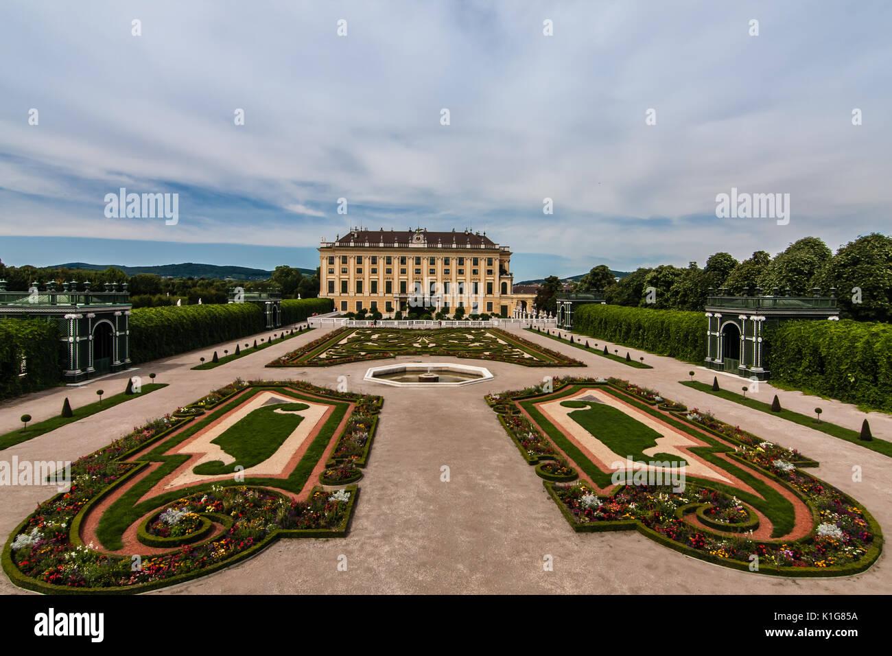 Die Seitenansicht des Schloss Schönbrunn, Wien Stockbild