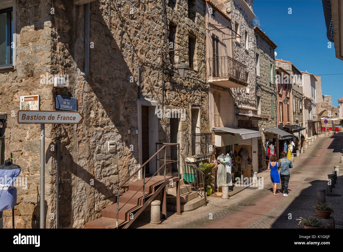 Rue de la Citadelle, Altstadt hilltop Abschnitt von Porto-Vecchio, Korsika, Frankreich Stockbild