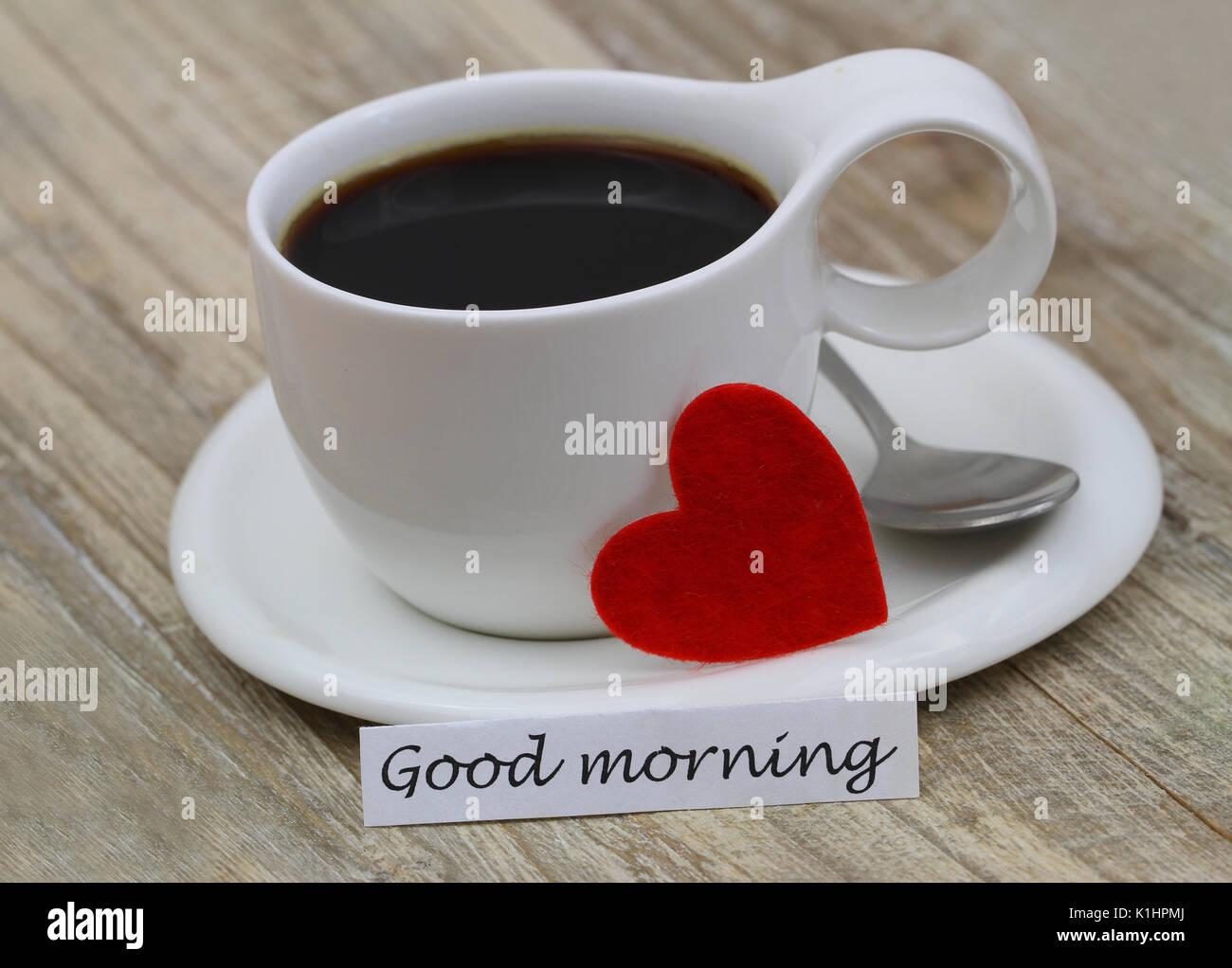 guten morgen karte mit tasse schwarzen kaffee und roten herzen stockfoto bild 155898978 alamy. Black Bedroom Furniture Sets. Home Design Ideas