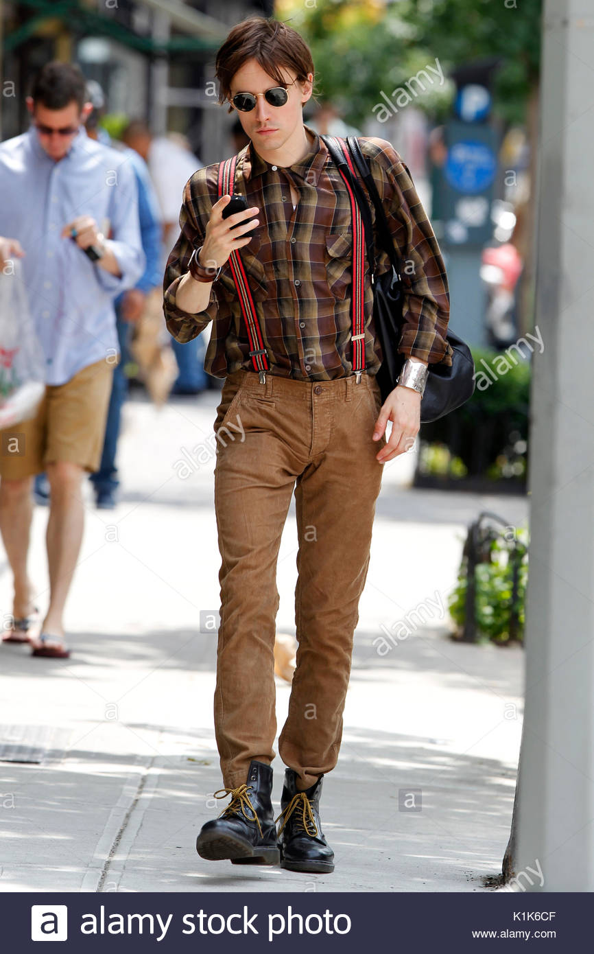 reeve carney schauspieler reeve carney tan tragen jeans ein plaid shirt arbeiter stiefel. Black Bedroom Furniture Sets. Home Design Ideas