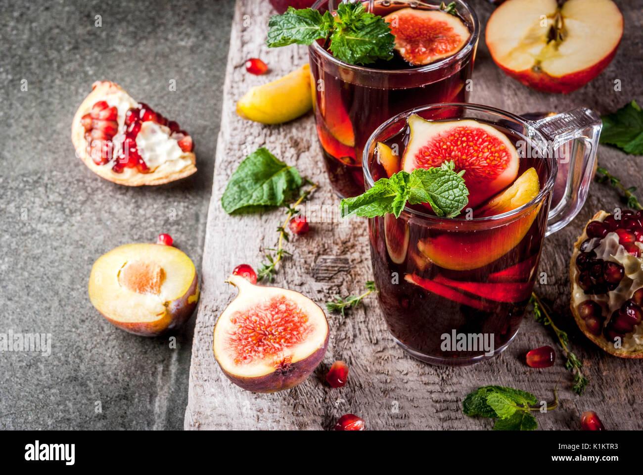 Erwärmung im Herbst, Winter Cocktail Rezepte. Hot red fruit Sangria ...