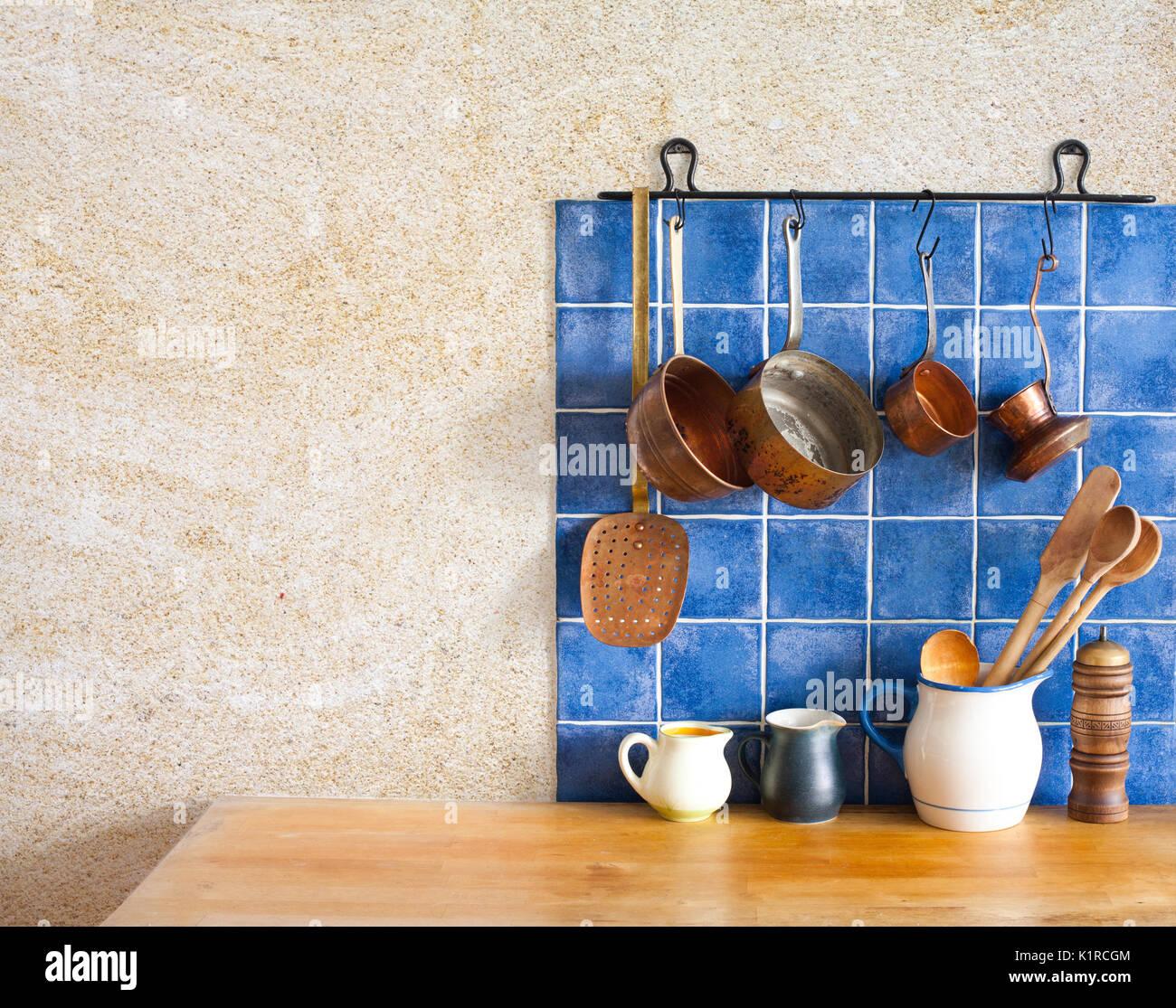 Hanging Copper Pans Stockfotos & Hanging Copper Pans Bilder - Alamy