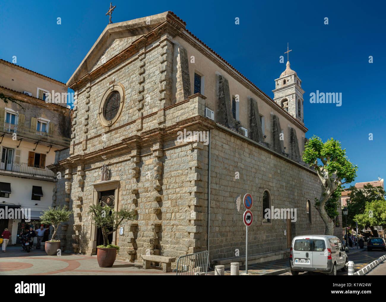 St-Jean-Baptiste Kirche, 16. Jahrhundert, auf dem Place de la Republique, in Porto-Vecchio, Korsika, Frankreich Stockbild