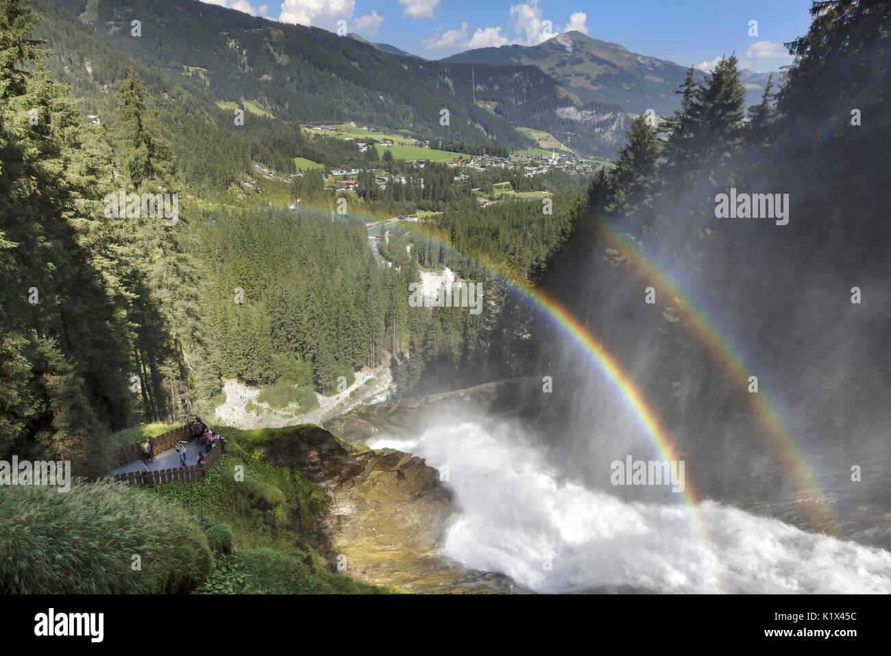 Europa, Österreich, Salzburger Land, Krimml, Nationalpark Hohe Tauern, Regenbogen über den Krimmler Wasserfällen Stockfoto