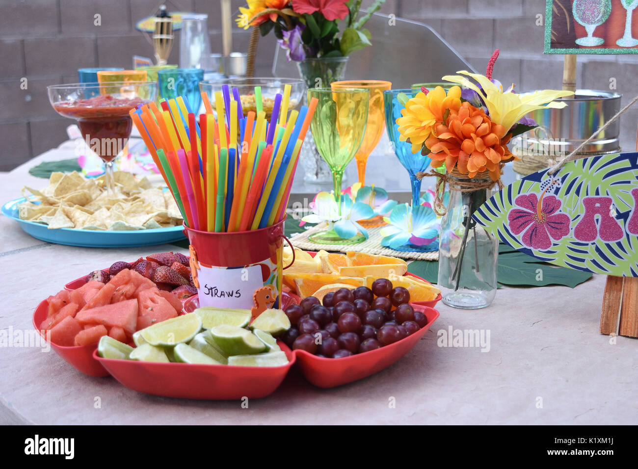 Hawaiian Tiki Bar themed Party Dekoration Stockfoto, Bild: 156094446 ...