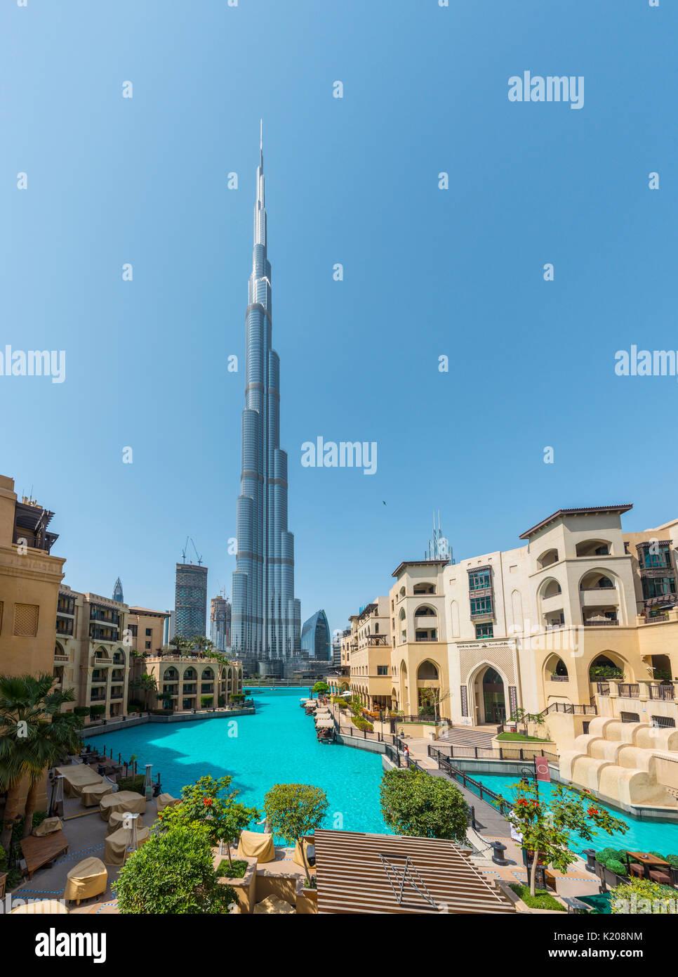 Burj Khalifa mit künstlichem See, Dubai, Emirat Dubai, Vereinigte Arabische Emirate Stockbild