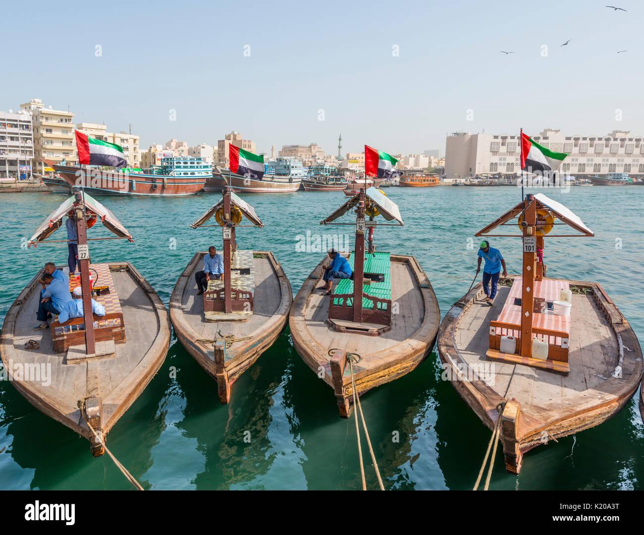 Kleine traditionelle Schiffe auf dem Creek, Dubai, Vereinigte Arabische Emirate Stockbild