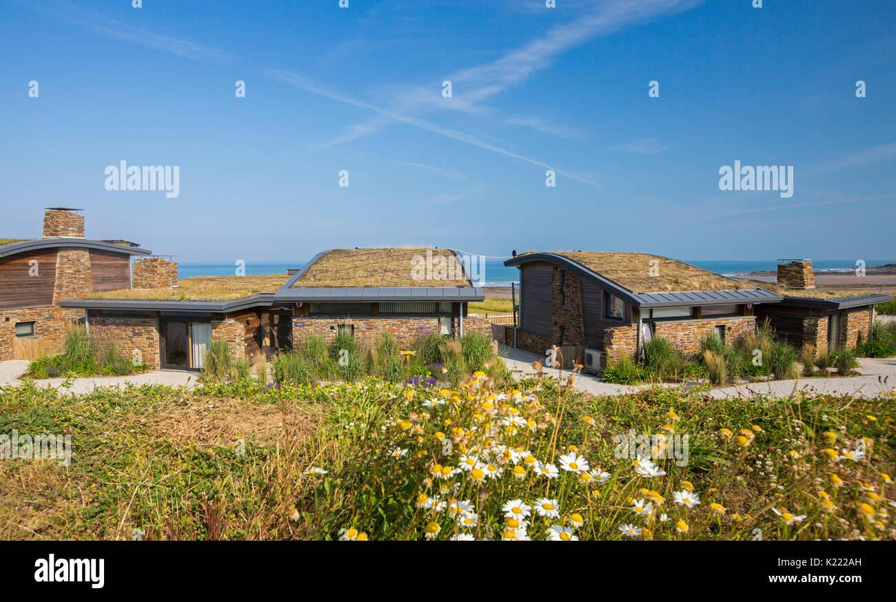 Efficient house stockfotos efficient house bilder for Modernes haus dach