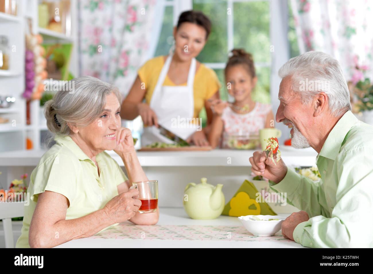 Großzügig Reunion Küche Trinken Zeitgenössisch - Ideen Für Die Küche ...