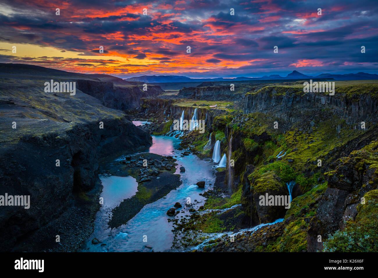 Canyon mit mehreren Wasserfällen in der südlichen Region von Island Stockbild