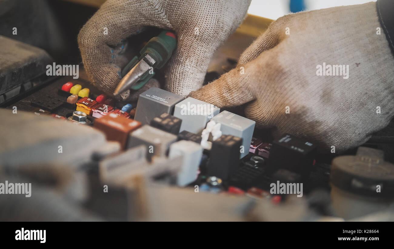 Auto elektrische Instandsetzen, elektrische Verkabelung im Auto ...