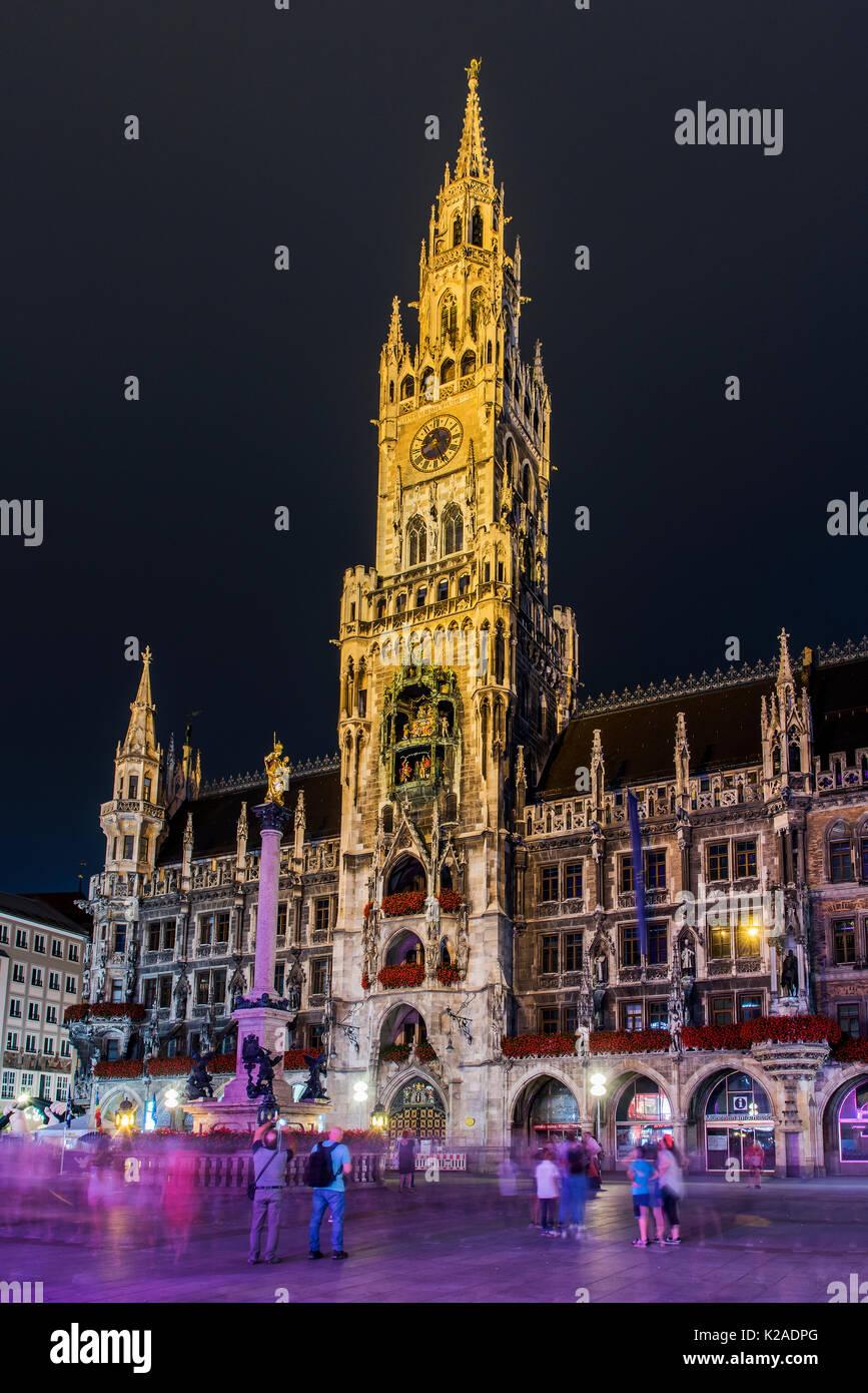 Nacht Blick auf das neue Rathaus oder Neues Rathaus, Marienplatz, München, Bayern, Deutschland Stockfoto